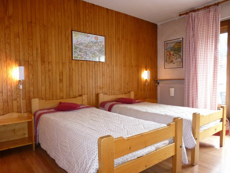 STUDIO 2 PERSONNES - CENTRE VILLAGE, holiday rental in Brides-les-Bains