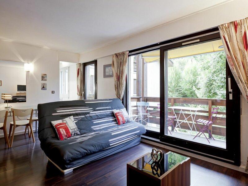 STUDIO SPACIEUX CLASSE 2*  -  CENTRE VILLAGE, holiday rental in Brides-les-Bains