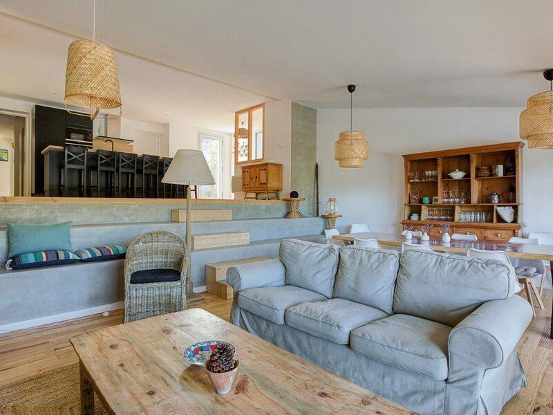 Maison de standing WIFI, piscine , accès direct plage lac, capacité 12 couchages, location de vacances à Cazaux