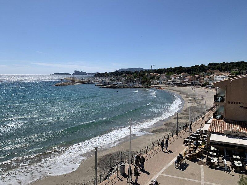 Appartement Panoramique sur la mer à St Cyr Sur mer, holiday rental in Les Lecques