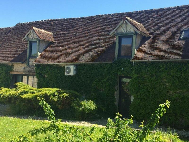UN FIGUIER DANS NOTRE JARDIN, holiday rental in Beaune-la-Rolande