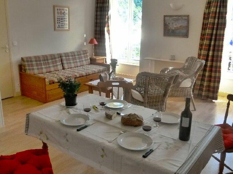 LA BOURBOULE CENTRE - Agréable appartement T2 bis belle résidence, Ferienwohnung in Saint-Sauves-d'Auvergne
