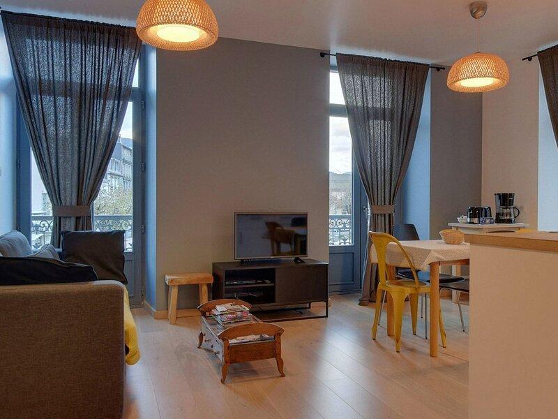 *** COUDARD Premium *** LA BOURBOULE CENTRE bel appartement T2 avec balcon et, Ferienwohnung in Saint-Sauves-d'Auvergne