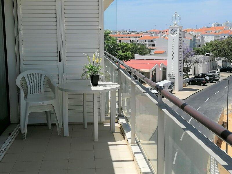 Albufeira apartamento T1 zona calma D2, Pool, WIFI, Terrace., holiday rental in Areias de Sao Joao