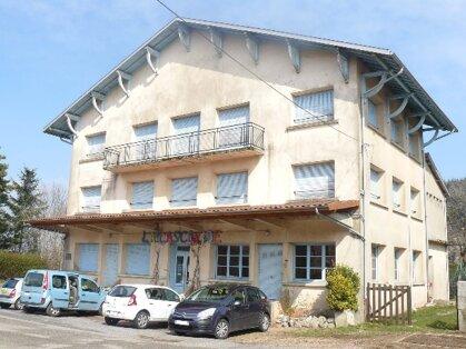 Gite de Groupe, holiday rental in Le Mayet-de-Montagne