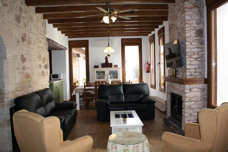 Amazing house with shared pool, alquiler vacacional en Almagro