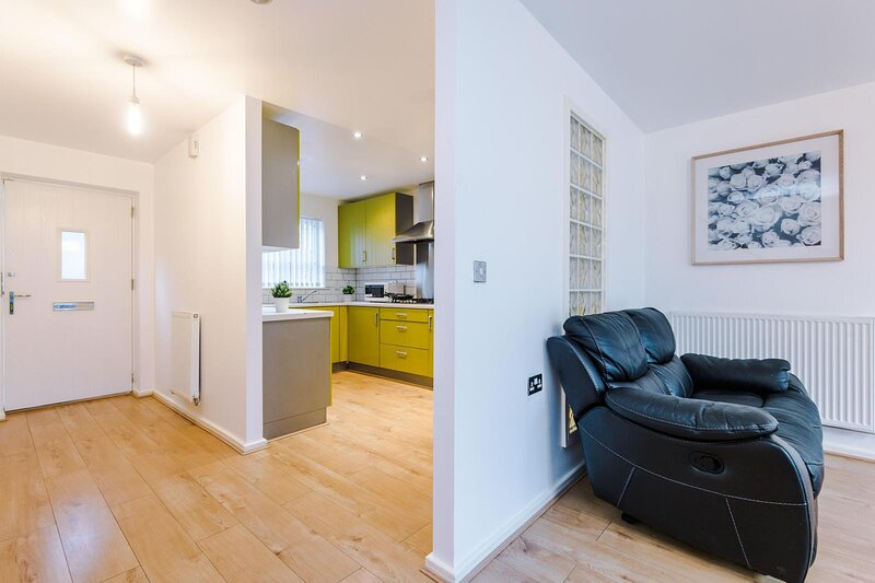 Beautiful 3-Bed House in Salford,, holiday rental in Manchester