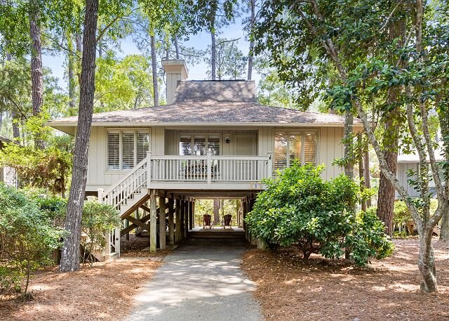 Charming Creekside Cottage with Pool & Screened Porch - Walk to the Beach, holiday rental in Johns Island