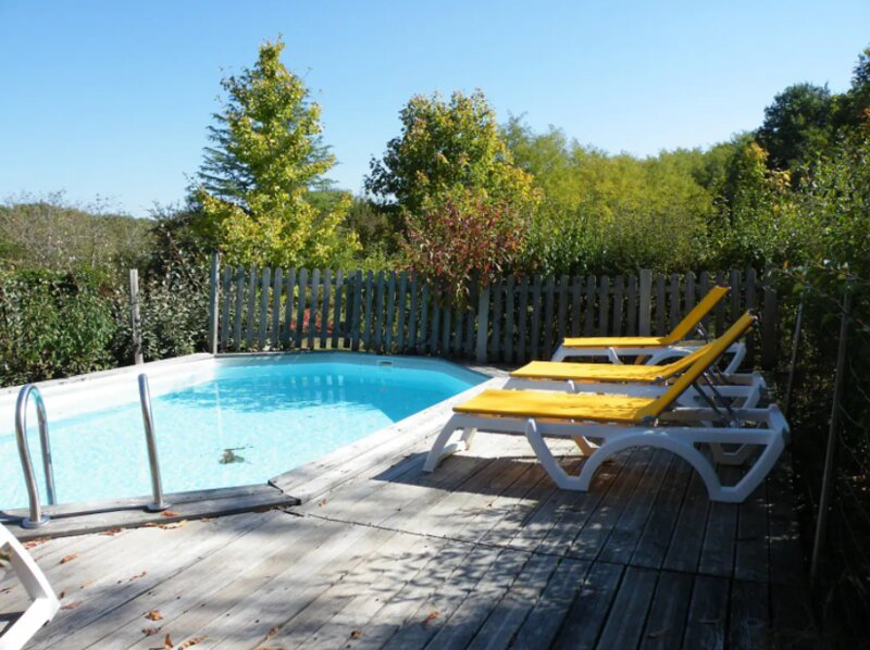 Nice house with shared pool & Wifi, holiday rental in Urval