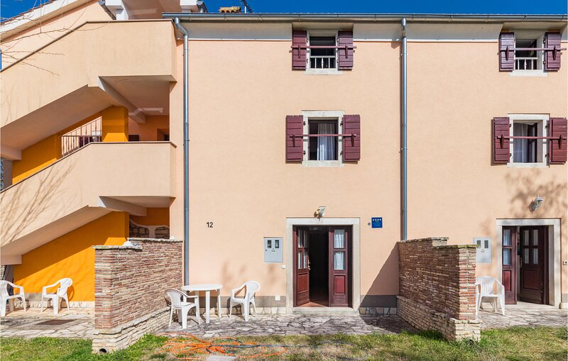Beautiful home in Bale with WiFi and 1 Bedrooms (CIC710), vacation rental in Smoljanci