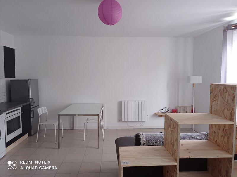 studio spacieux confortable récemment rénové, location de vacances à Teillet