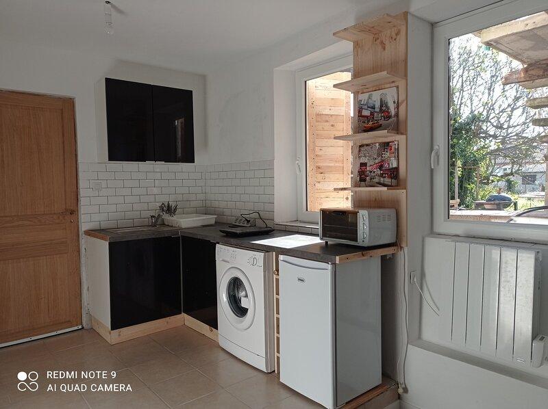 studio confortable bien équipé et rénové, location de vacances à Teillet