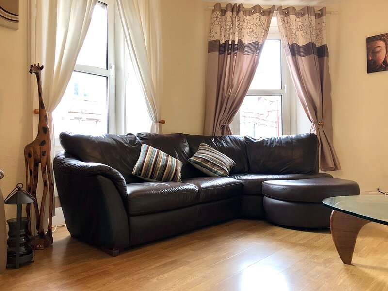 Quirky 2 bedroom apartment in Central Hamilton, holiday rental in South Lanarkshire