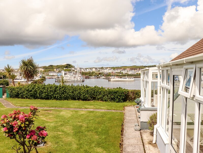 FERRY LODGE COTTAGE all ground floor, en-suite, edge of marina, close to, holiday rental in Ballybunion