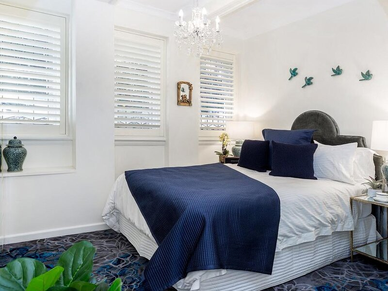 Classic Art-Deco Style in Heart of Elizabeth Bay, holiday rental in Edgecliff