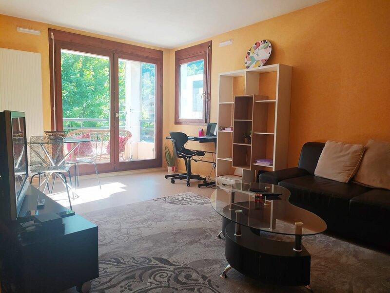 Chambre Privée à 2 pas du lac, location de vacances à Quintal