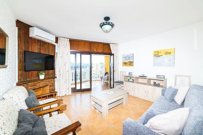 Piso de 1 dormitorio con parking cerca del mar, vacation rental in Roquetas de Mar