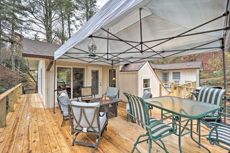 Riverfront Newland Home w/Pool & Golf Club Access!, holiday rental in Jonas Ridge