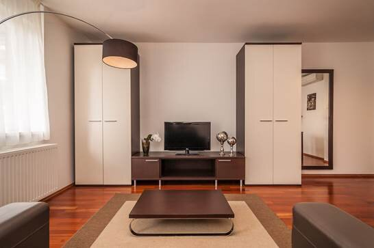 Stunning 1-Bed Apartment in Budapest, holiday rental in Gyal