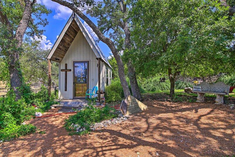 'White Chapel' Cozy Kerrville Cottage on 6 Acres!, casa vacanza a Harper
