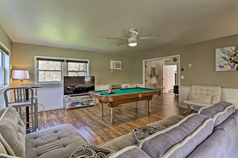 NEW! Peaceful Long Pond Home w/ Private Hot Tub!, casa vacanza a Pocono Pines