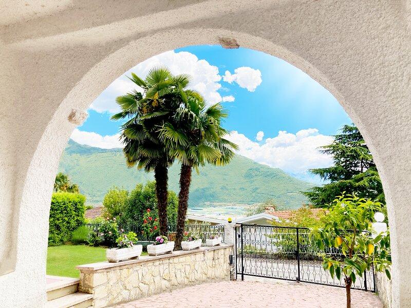 Casa climatizzata con giardino a Riva, holiday rental in Varone