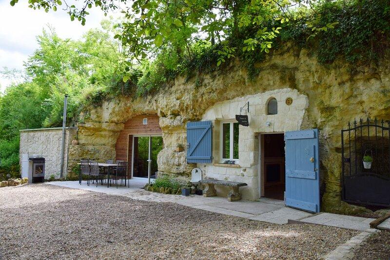 Troglo Gîte 'Pierre de Lumière ', location de vacances à Chancay