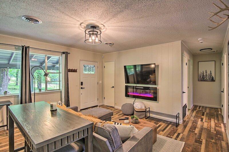 NEW! Wagoner Home < 4 Mi to Sequoyah State Park!, aluguéis de temporada em Muskogee
