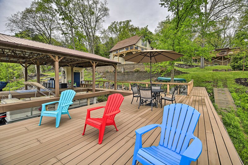 NEW! Lake House Haven: Fire Pit, Boat Dock + More!, holiday rental in Church Hill