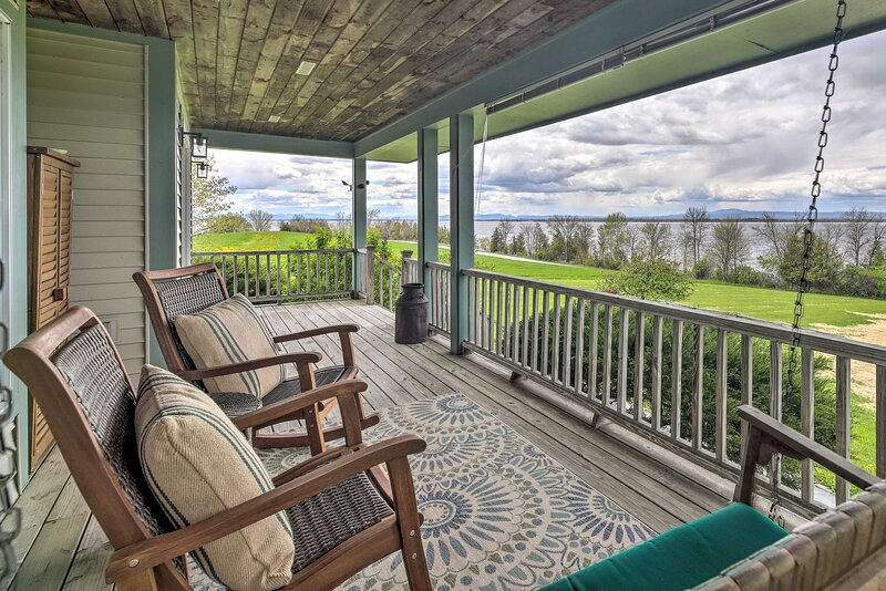 NEW! Lake House w/ 360 Views, Private Dock & Yard, holiday rental in Swanton