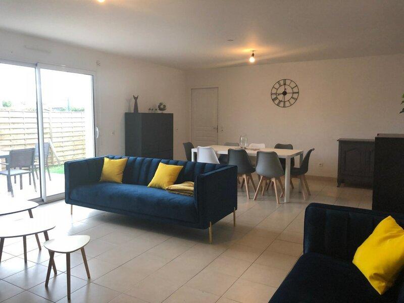 Mais  4 pièces - 6- 7 couchages BARBATRE, vacation rental in Beauvoir-Sur-Mer