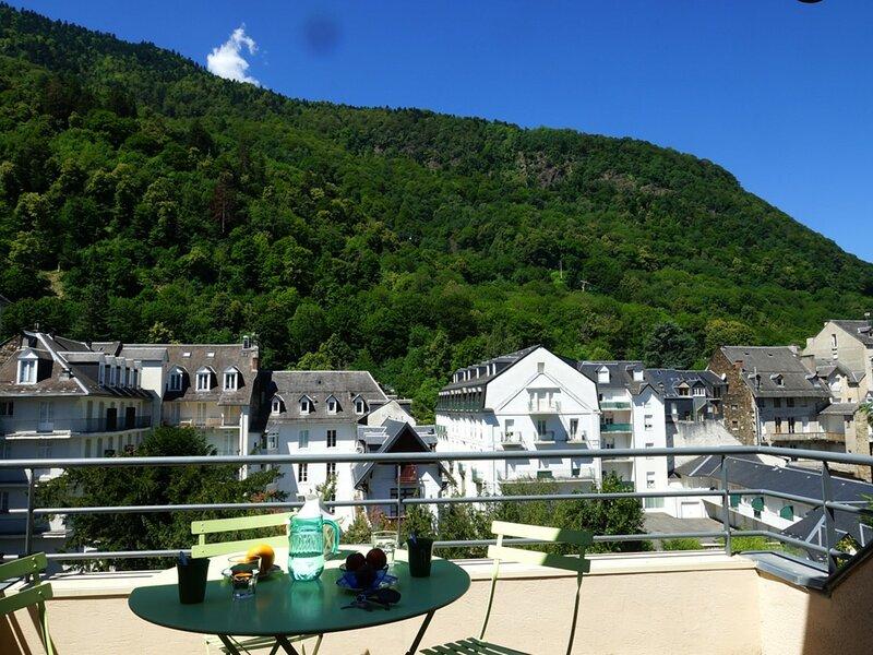 LUCHON T2 EN DERNIER ETAGE AVEC ASCENSEUR - BALCON - PARKING, holiday rental in Saint-Mamet