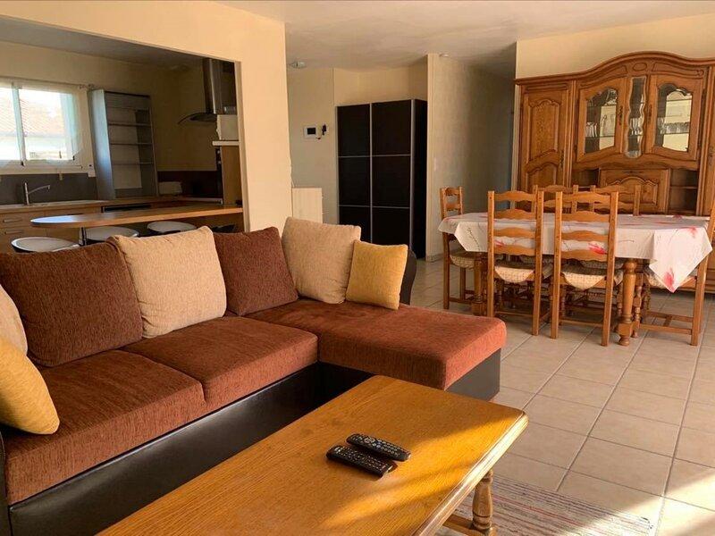 MAISON POUR 6 PERSONNES A PARENTIS-EN-BORN, vacation rental in Liposthey