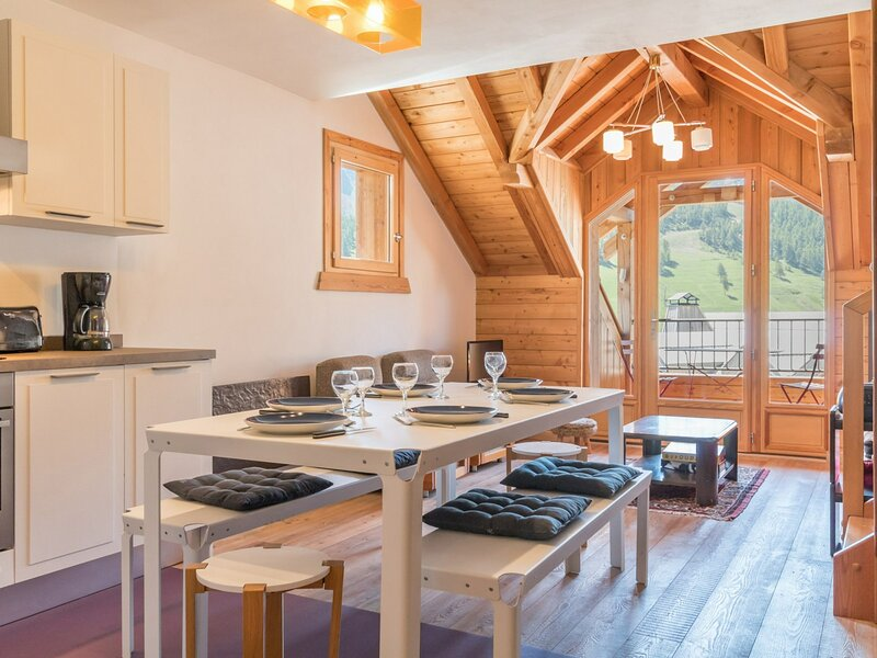 44 PIECE DUPLEX 8 PERSONNES MONTGENEVRE, holiday rental in Val-des-Pres
