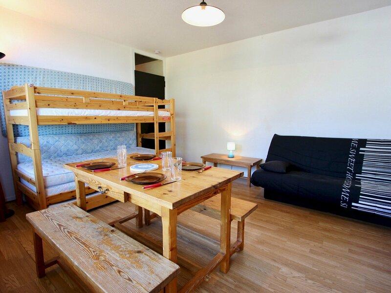 Joli studio 3 places proche pistes et commerce, vacation rental in Uriage les Bains