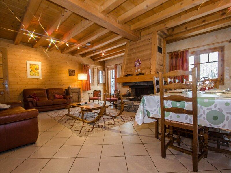 Très joli chalet pour 12 personnes situé après le golf, alquiler vacacional en Les Praz-de-Chamonix