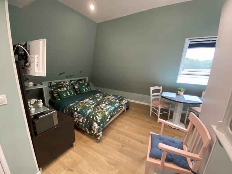 REF 154 RIANTEC Studio coquet indépendant dans maison avec propriétaire, location de vacances à Sainte-Hélène