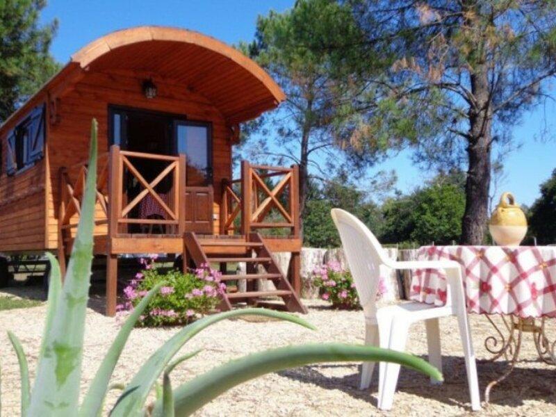 La Roulotte de Florette, holiday rental in Saint-Julien-en-Born