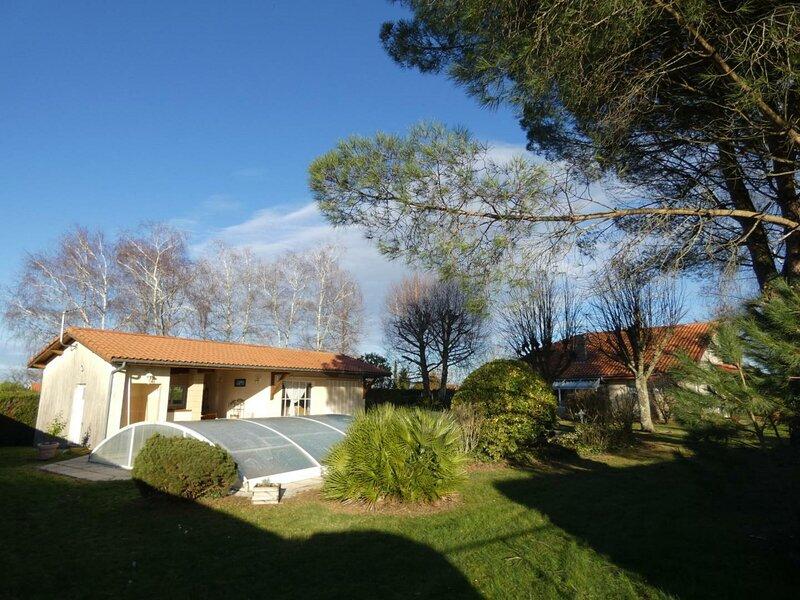 Location Gîte Latrille, 4 pièces, 6 personnes, vacation rental in Theze