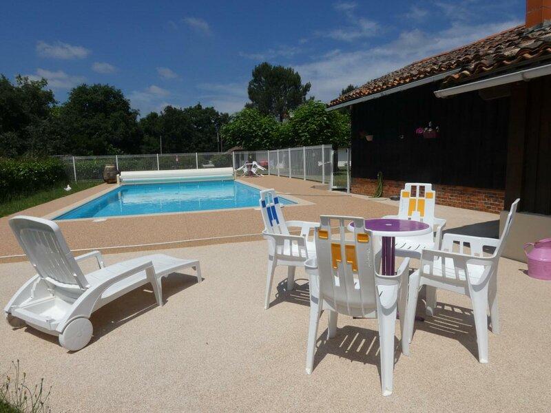 Location Gîte Pissos, 1 pièce, 3 personnes, vacation rental in Sabres