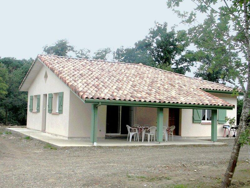 Location Gîte Benquet, 4 pièces, 6 personnes, holiday rental in Saint-Pierre-du-Mont