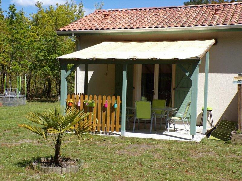 Le dahlia, holiday rental in Gastes