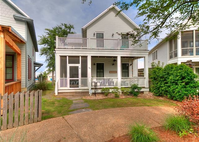 Carlton Landing! Two-story cottage with wrap around porches on both levels, holiday rental in Longtown