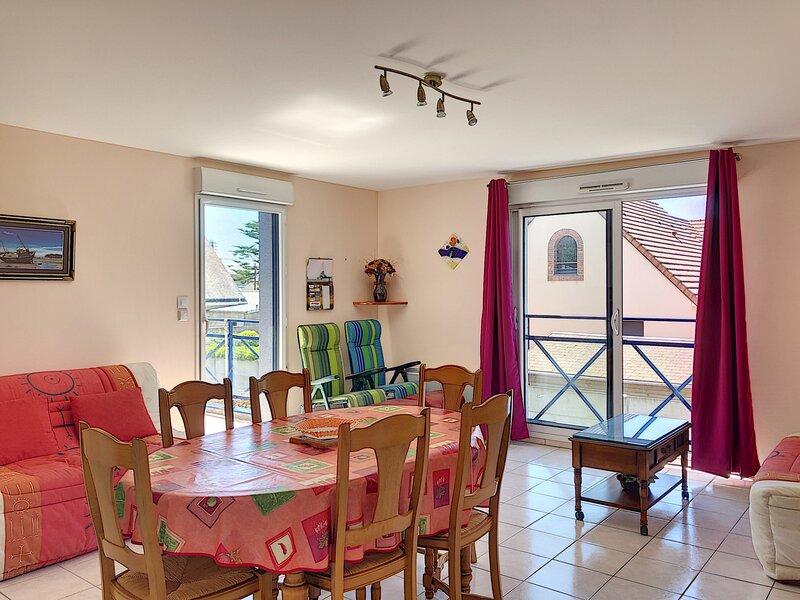 Appartement dans résidence avec parking privatif, 250m plage, holiday rental in Carolles