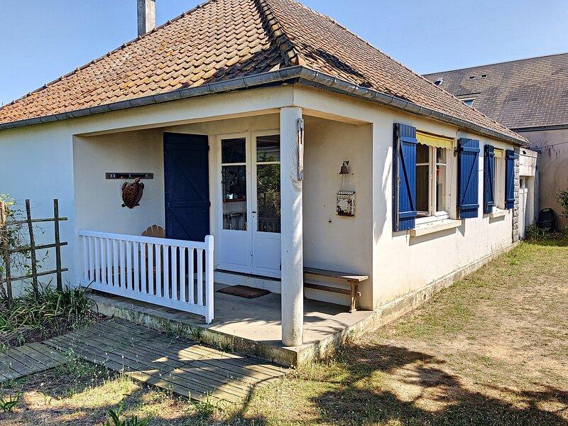 20m plage, maison de vacances de plain-pied avec jardin, holiday rental in Carolles