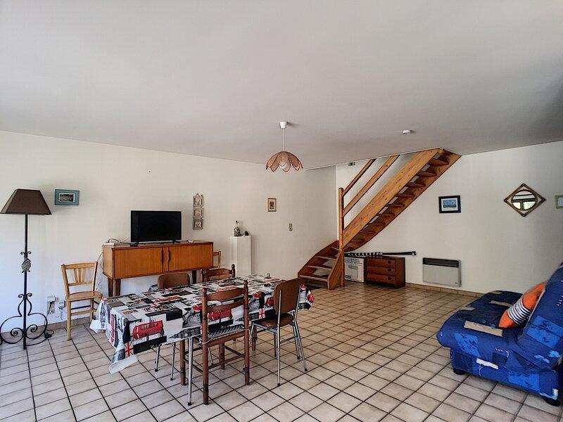 Appartement spacieux en duplex, 100m plage et 150m commerces, holiday rental in Carolles
