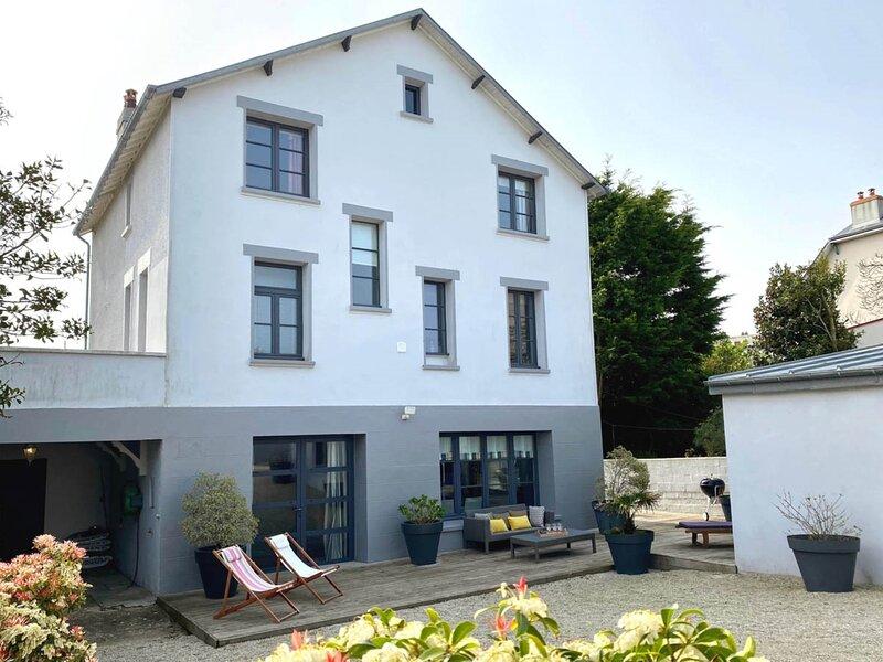 Belle villa, 200m vue mer, 500m plage, grande terrasse, cour fermée, location de vacances à Hudimesnil