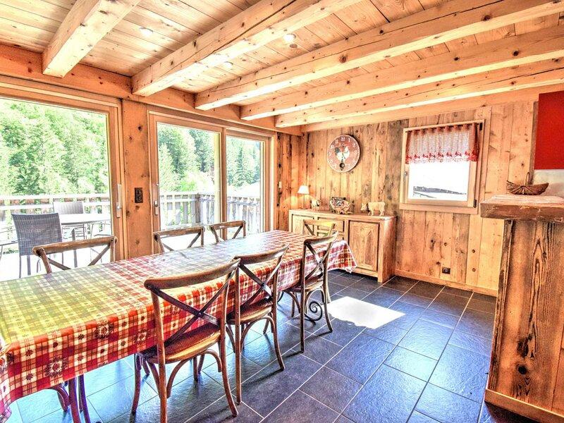 Superbe chalet neuf  plein de charme proche du lac de Montriond, holiday rental in Montriond