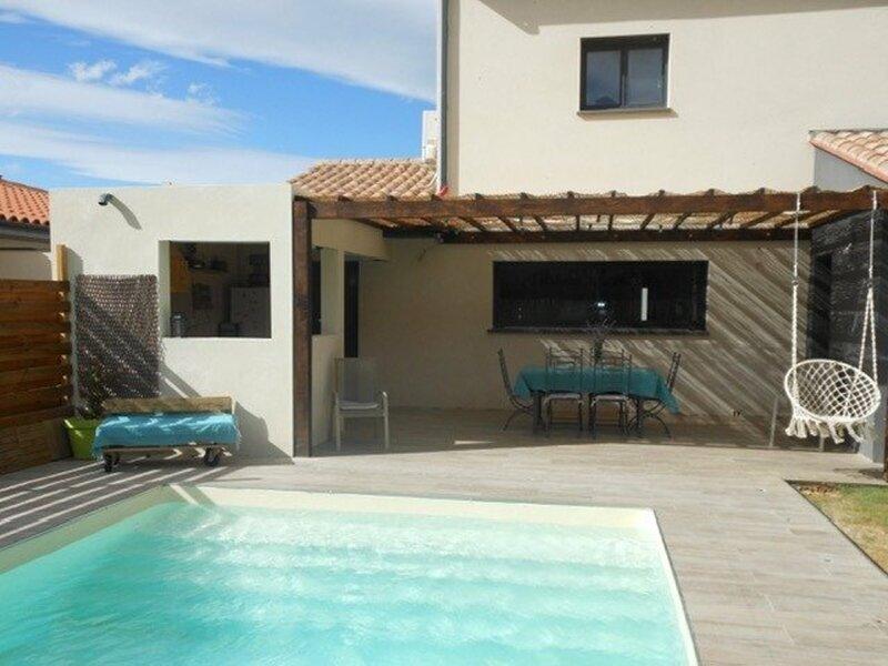 Superbe villa piscine privée  8 personnes  8RH21, vacation rental in Vingrau