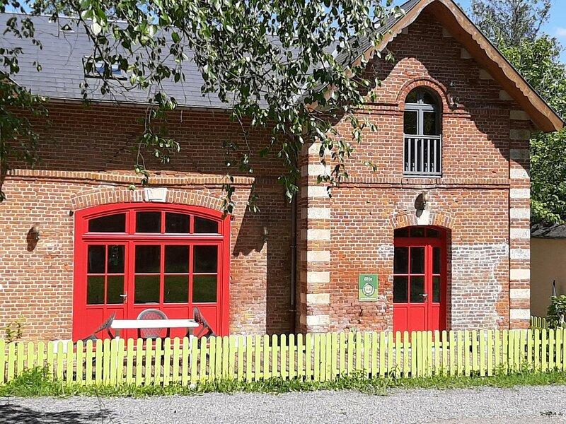 La petite maison, holiday rental in Mondrepuis